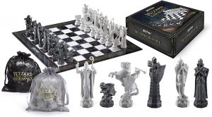HARRY-POTTER-WIZARD-CHESS-SET.